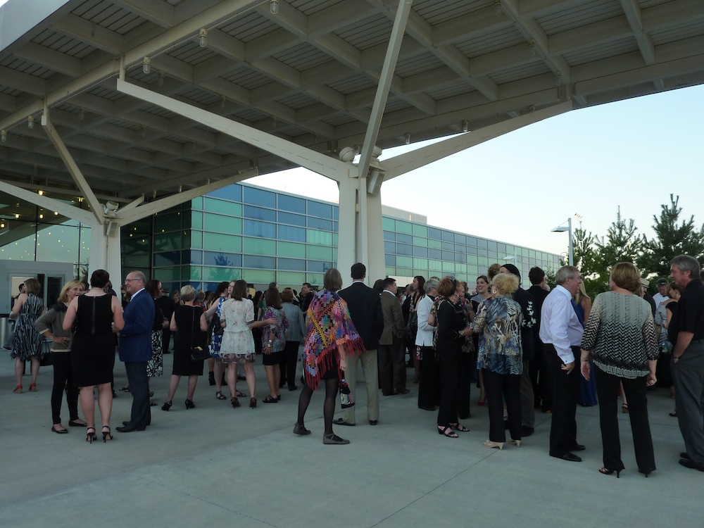 outdoor reception at Springfield-Branson National Airport